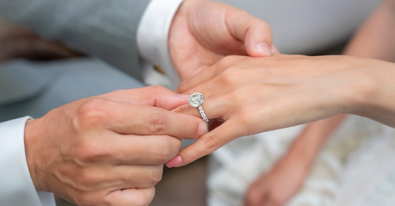 All the Essential Aspects you Need to Consider in Shopping the Best Engagement Ring