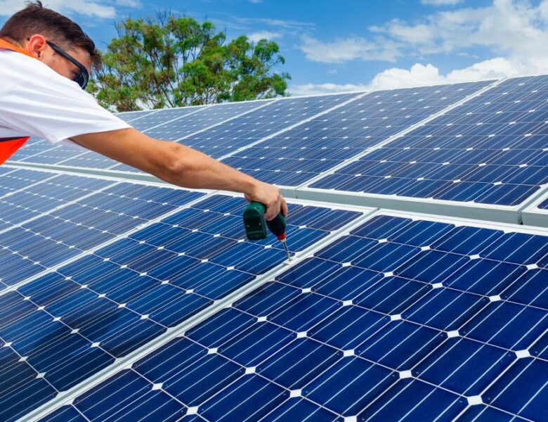 REASONS TO SWITCH TO SOLAR PANELS